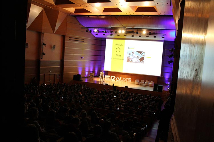 Cadena SER Branding Day Cádiz ponencia Juan Galera auditorio frente oscuro