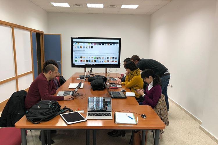 Curso de Wordpress y redes sociales Universidad de Cádiz profesores lejos