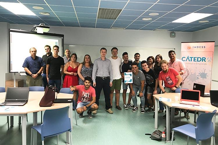 Taller TIC Juan Galera Cátedra Andalucía Emprende imagen final con alumnos