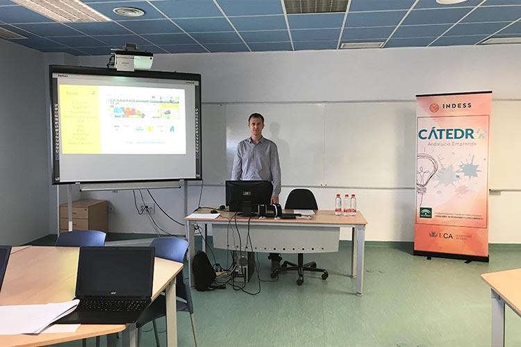 Taller TIC Juan Galera Cátedra Andalucía Emprende primer plano solo