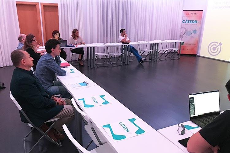 Taller TIC Juan Galera Centro Europeo de Empresas e Innovación plano asistentes frontal corto