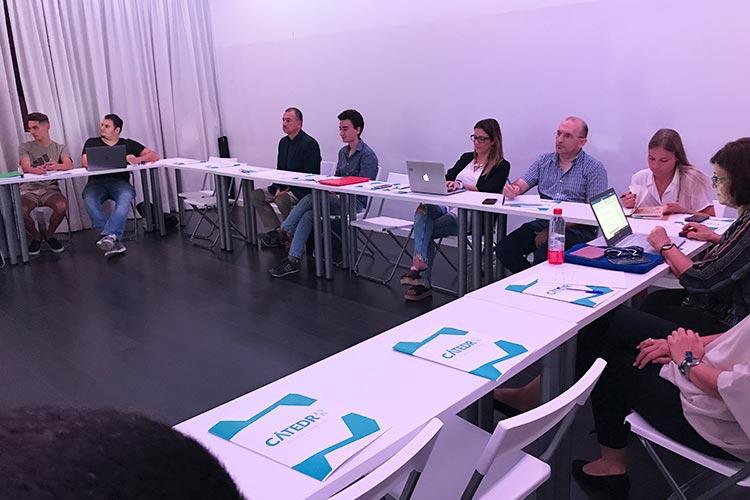 Taller TIC Juan Galera Centro Europeo de Empresas e Innovación plano asistentes lateral derecho corto