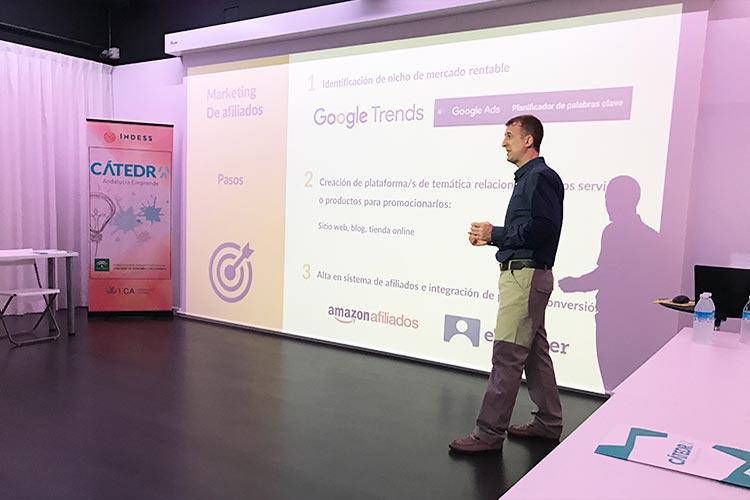 Taller TIC Juan Galera Centro Europeo de Empresas e Innovación plano lateral derecho corto