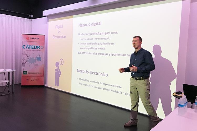 Taller TIC Juan Galera Centro Europeo de Empresas e Innovación plano lateral derecho medio