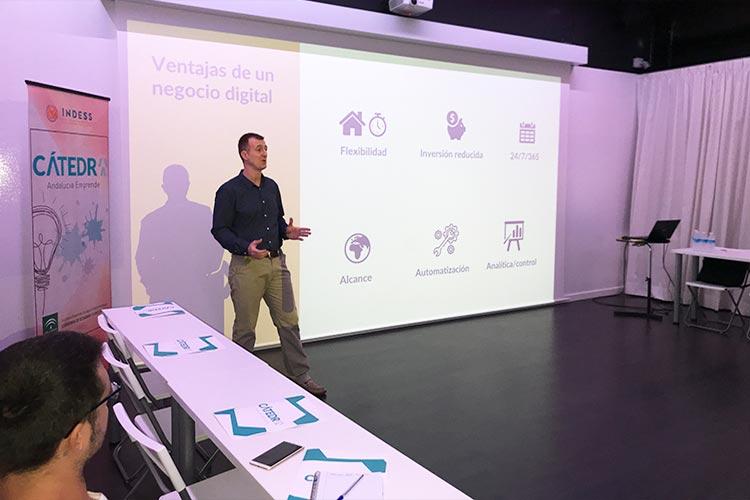 Taller TIC Juan Galera Centro Europeo de Empresas e Innovación plano lateral izquierdo corto