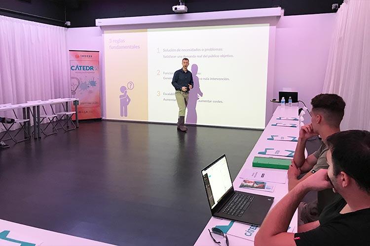 Taller TIC Juan Galera Centro Europeo de Empresas e Innovación plano lateral izquierdo medio
