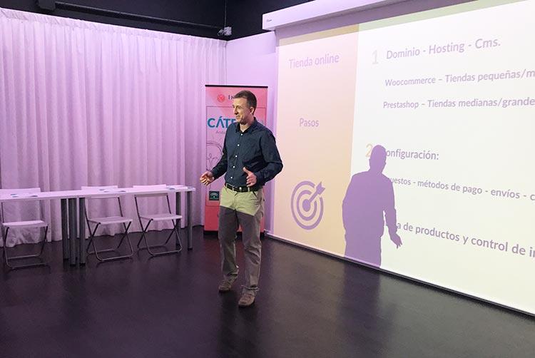 Taller TIC Juan Galera Centro Europeo de Empresas e Innovación plano ponente frontal corto