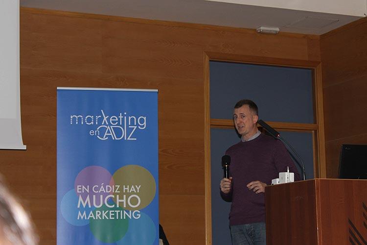 Presentación Asociación Marketing en Cádiz rollup escenario