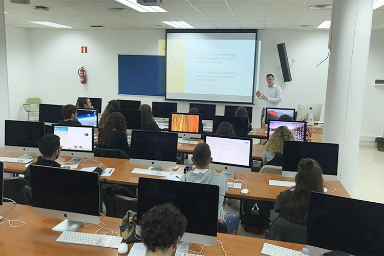 Curso de marketing digital y social media FUECA parte desarrollo de estrategia