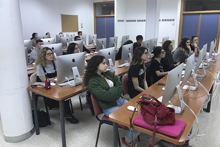 Curso de marketing digital y social media FUECA plano asistentes