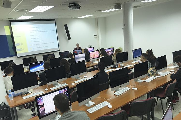 Curso de marketing digital y social media FUECA plano general