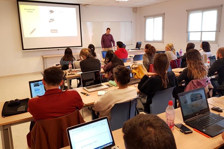 Seminario planificación estratégica Máster marketing digital UCA creación y registro de marca