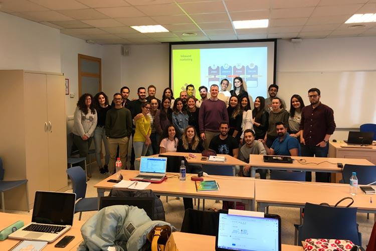 Seminario planificación estratégica Máster marketing digital UCA docente con alumnos