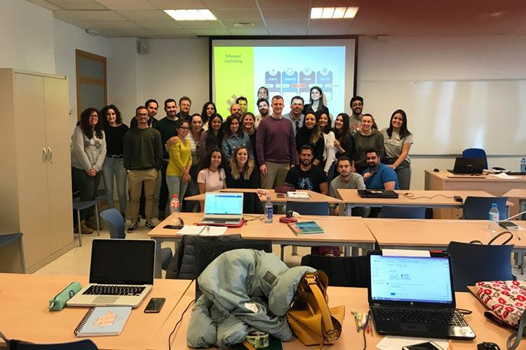 Seminario planificación estratégica Máster marketing digital UCA docente con ayudante y alumnos