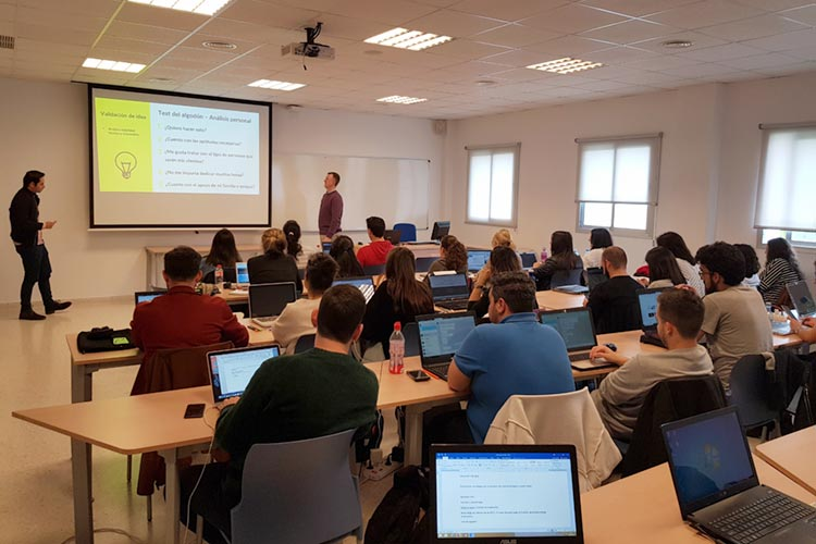 Seminario planificación estratégica Máster marketing digital UCA profesor y alumno