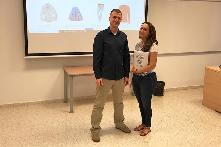 Curso de tiendas online en Jerez con WooCommerce y PrestaShop antigua alumna