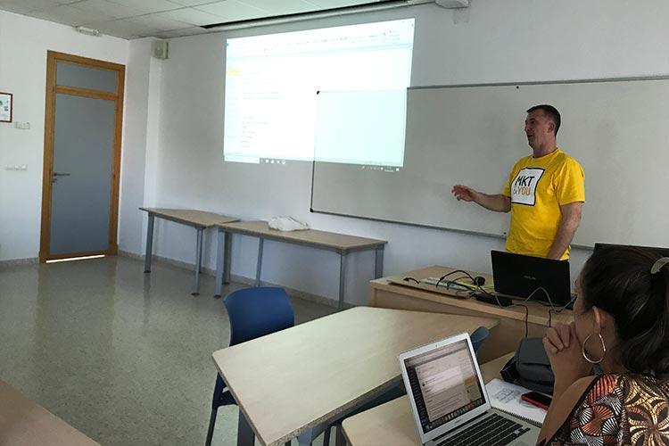 Curso SEO Jerez Máster Marketing Digital UCA hosting y dominio