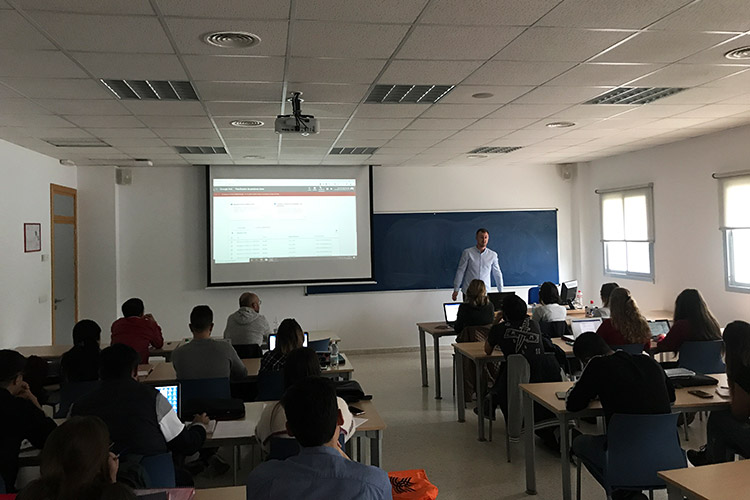 Taller de estrategia para proyectos digitales UCA planificador de palabras clave