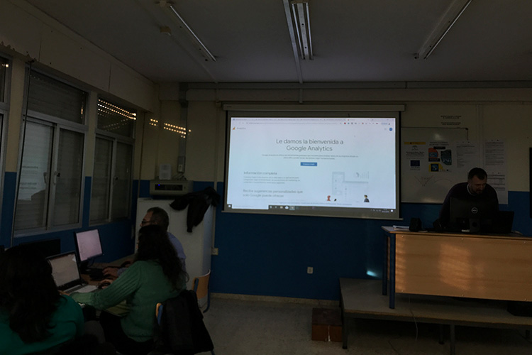 Curso diseño web y ecommerce Instituto Andrés Benítez gestión integración y manejo Google Analytics