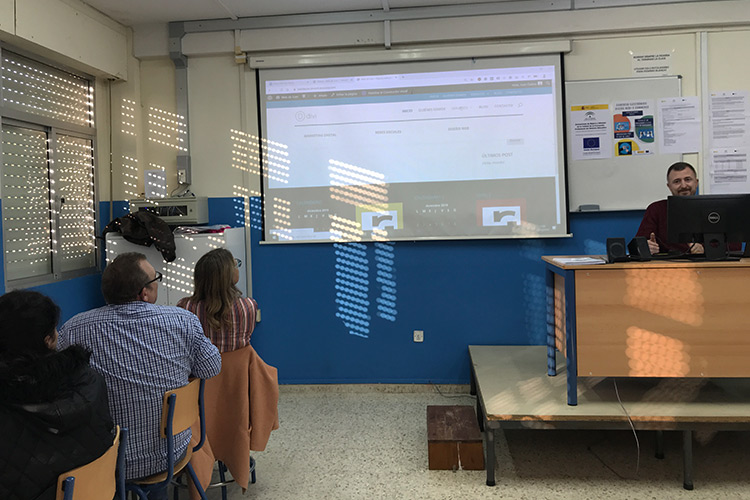 Curso diseño web y ecommerce Instituto Andrés Benítez parte Divi activación mega menú