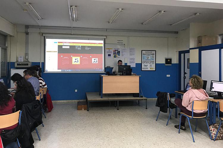 Curso diseño web y ecommerce Instituto Andrés Benítez parte Divi elementos footer