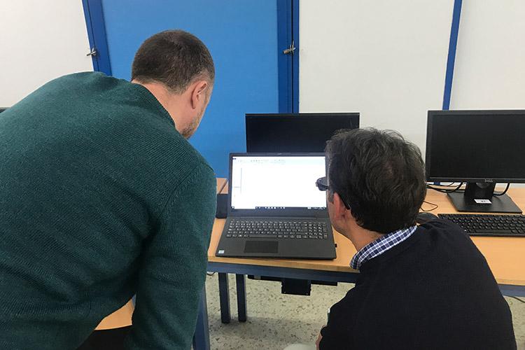 Curso diseño web y ecommerce Instituto Andrés Benítez resolución dudas individual izquierda