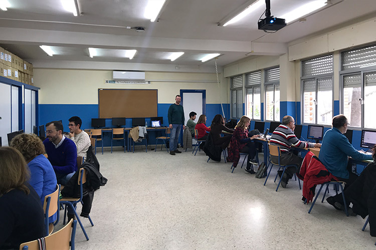 Curso diseño web y ecommerce Instituto Andrés Benítez resolución dudas plano general