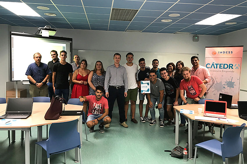 Curso emprendimiento digital profesor y alumnos slider