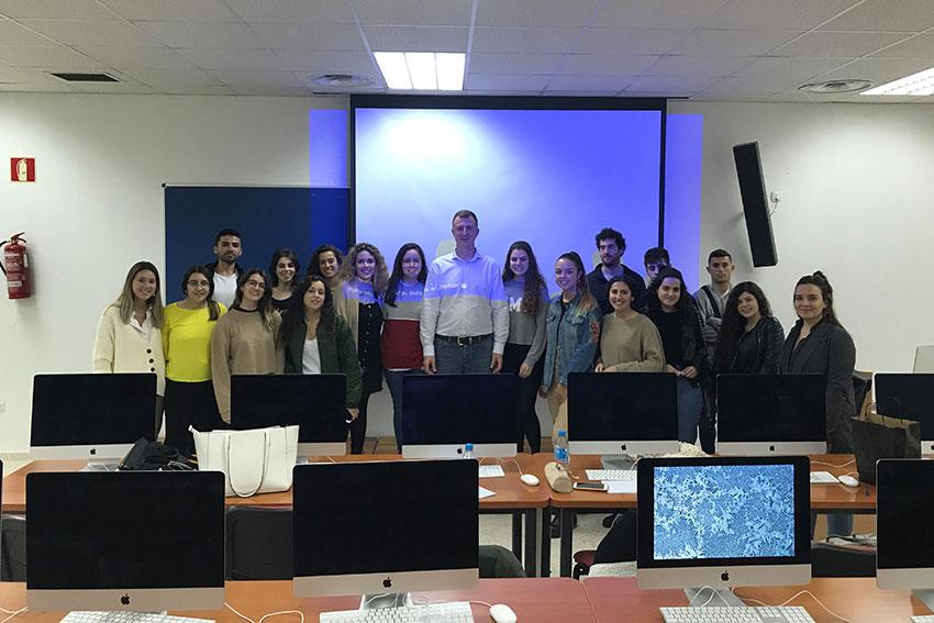 Curso marketing digital y social media profesor y alumnos slider