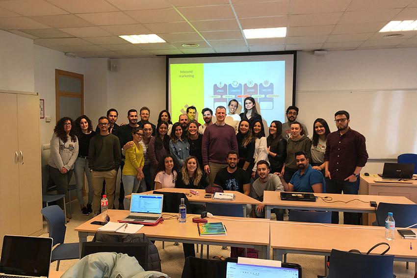 Curso planificación estratégica proyecto marketing digital y social media profesor y alumnos slider