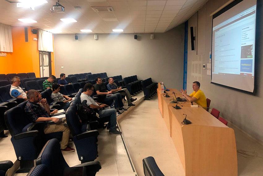 Meetup oficial WordPress Cádiz taller WooCommerce Juan Galera slider