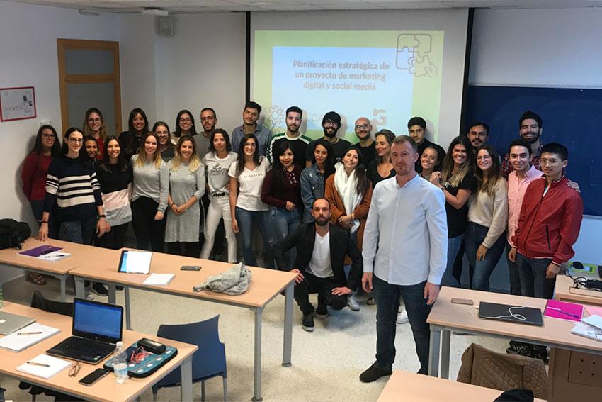 Taller planificación estratégica proyectos TIC Universidad de Cádiz profesor y alumnos slider